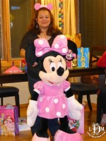 Giant Minnie for pictures!